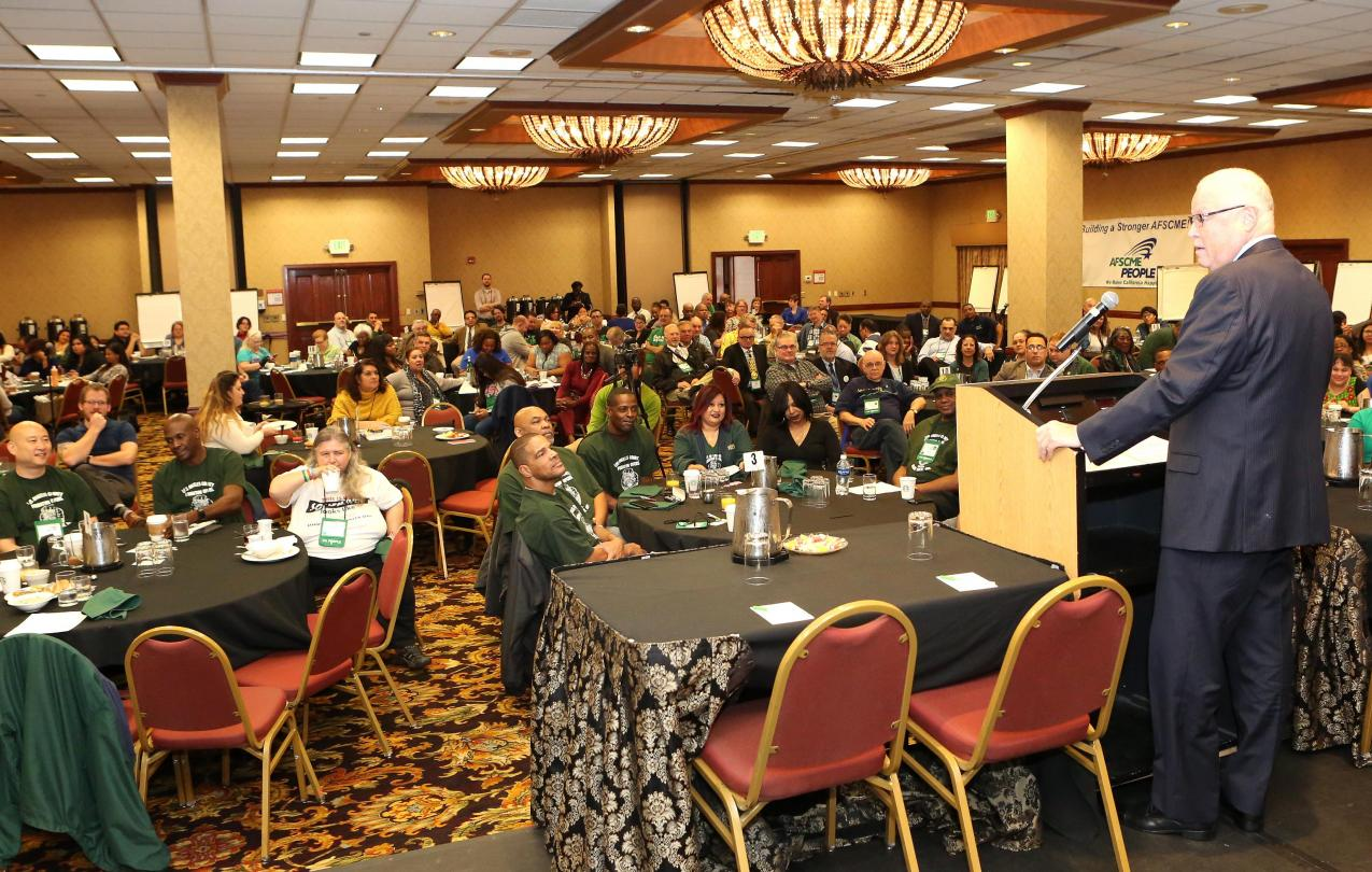 President Lee Saunders addresses the 2016 California PEOPLE Convention